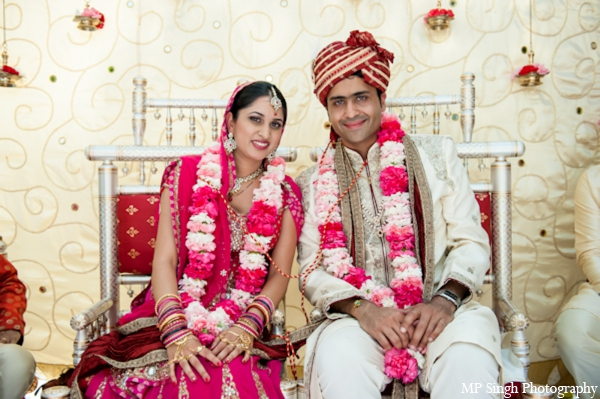 Indian-wedding-bride-groom-jai-mala-pink