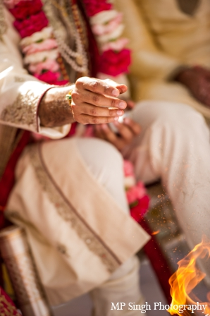 Indian-wedding-ceremony-fire-ritual-tradtional