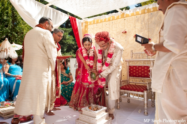 Indian-wedding-tradtional-ceremony-bride-groom-outdoors-mandap