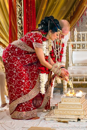 Indian-wedding-bride-groom-fusion-fire-ritual