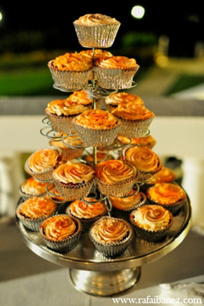 Indian wedding treats in Hanover Parish, Jamaica Indian Wedding by Rafa Ibáñez Photography