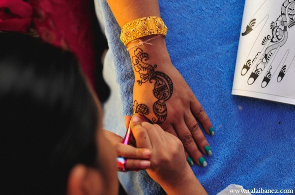 Traditional bridal mehndi in Hanover Parish, Jamaica Indian Wedding by Rafa Ibáñez Photography
