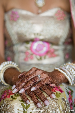 Indian-wedding-getting-ready-bride-detail-mehndi