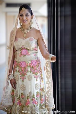 indian-wedding-reception-bride-floral