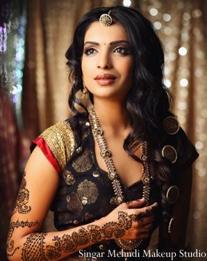 Indian wedding bridal tikka henna mehndi