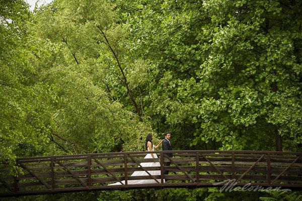 Indianbrideandgroomoutsideweddingbridgeportrait