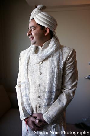 Indian-wedding-groom-tradtional-dress-sherwani