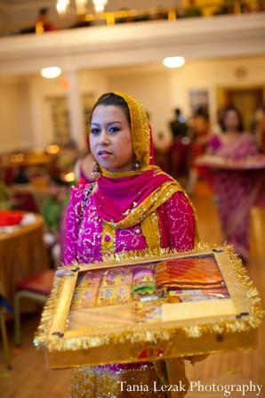 Indian-wdding-gaye-holud-gold