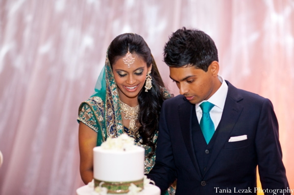Indian-wedding-reception-bride-groom-cake