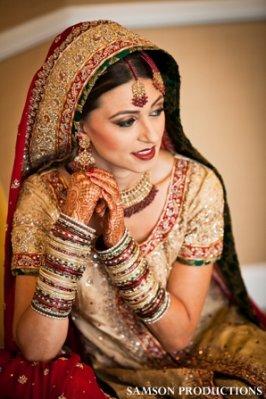 Indian-wedding-pakistani-maharani-beautiful-traditional-gold-bangles