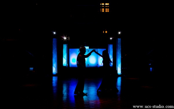 Indian-wedding-reception-bride-groom-lighting-ideas