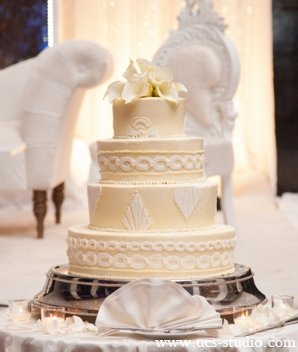 Indian-wedding-reception-cake-cream-white