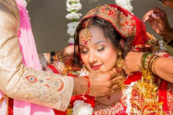 Indian-wedding-bride-groom-mandap-gold-jewelry