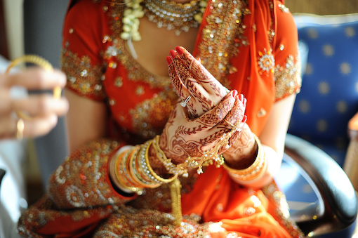 Indian bride at indian wedding, mehdni hands