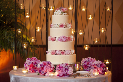 Indian wedding cake, pink roses