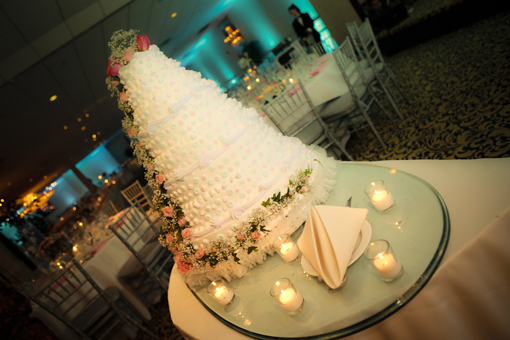 Indian wedding, indian wedding cake white