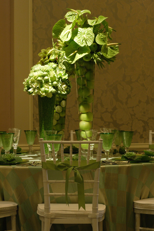 Indian-wedding-green-table-centerpiece-idea