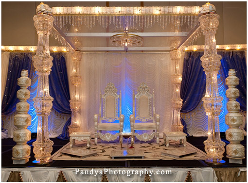 Ice-themed-mandap-crystal-glass