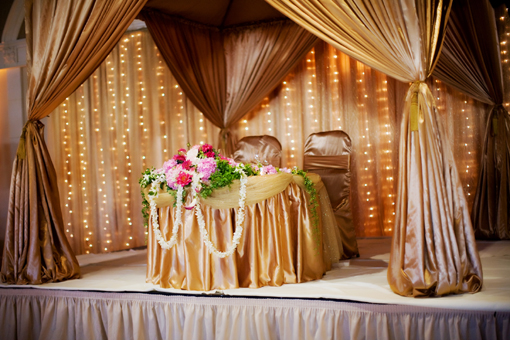 Indian-wedding-gold-sweet-heart-table