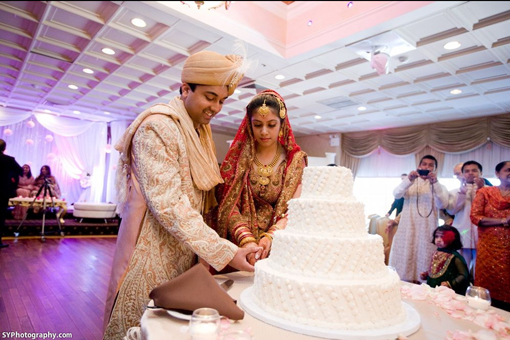 Indian-wedding-cake-white-red-bridal-lengha