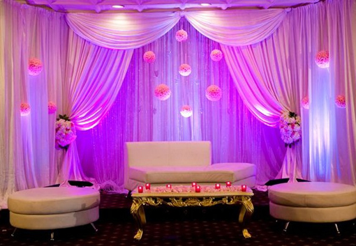 Indian-wedding-reception-pink-kissing-balls-white-stage-3