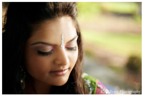 Indian bridal makeup ideas for a mehndi party.