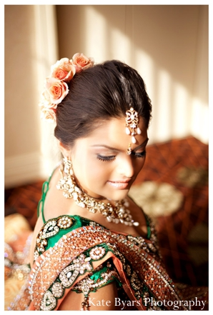 Indian bride wears beautiful Indian bridal jewelry set to her indian wedding reception.
