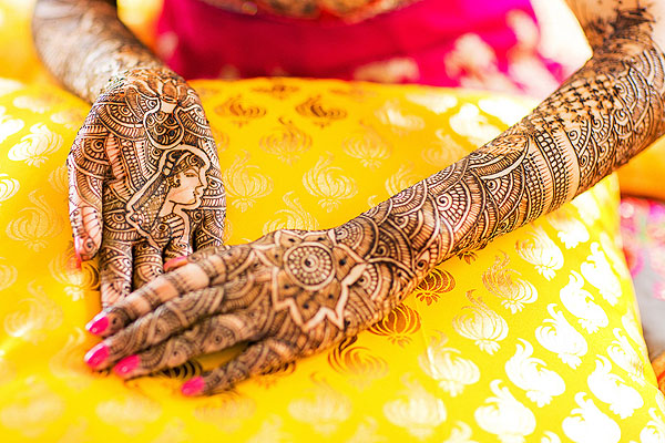 A closeup of this professional bridal mehndi.