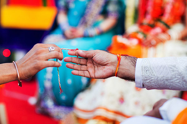 Indian wedding photos capture this beautiful outdoor wedding in Udaipur, India.