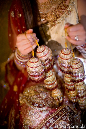 Indian bride with Indian bridal jewelry kalira.