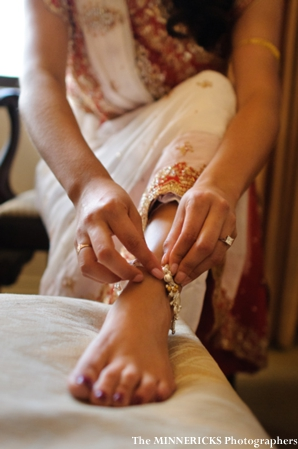 An Indian bride puts on her indian bridal jewelry anklet
