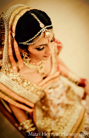 Indian bridal jewelry in gold.