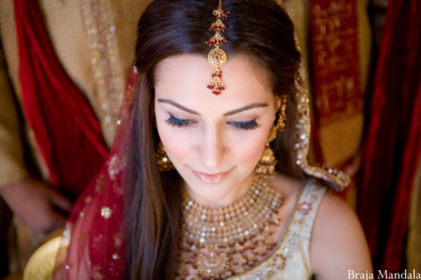 Indian bride wears traditional Indian wedding jewelry.