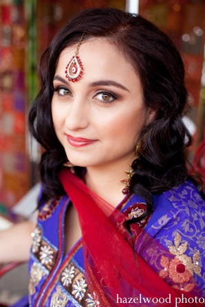 Indian bride makeup ideas wearing Indian bridal jewelry.