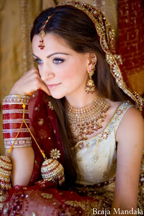 Indian bride before her indian wedding with bridal jewelry.