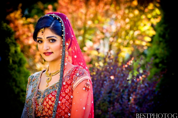 Professional Indian wedding photography captures this New Jersey Indian bride.