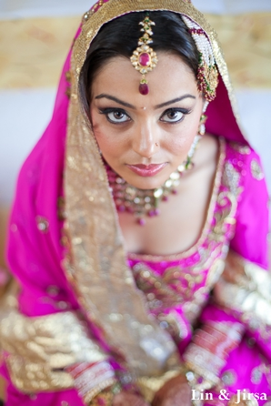 Indian bride wears pink wedding outfit to sikh wedding.