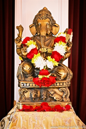 Ganesh statue decor idea at indian wedding ceremony.