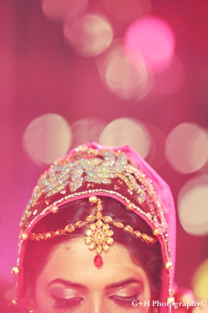 Indian bride wears tikka to indian wedding