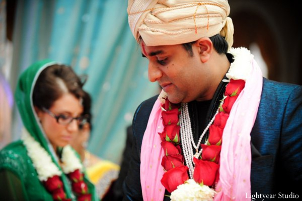 Indian bride and groom wear traditional indian wedding jaimala.