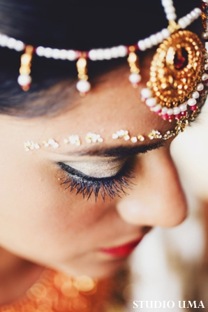 closeup of indian bridal jewelry for indian bride.
