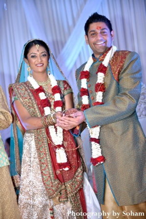 Indian bride and groom wear indian wedding jaimalas