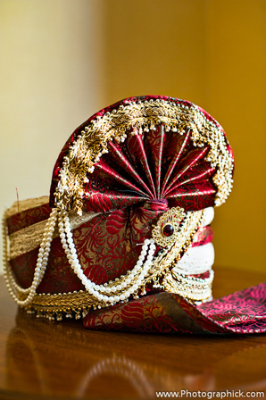indian-wedding-groom-traditional-wedding-hat-red